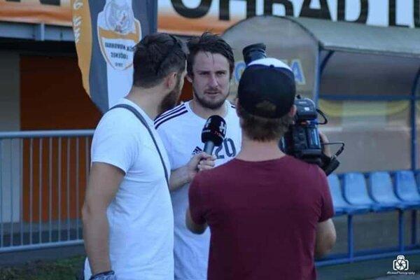 Andrej Pipíška počas rozhovoru.