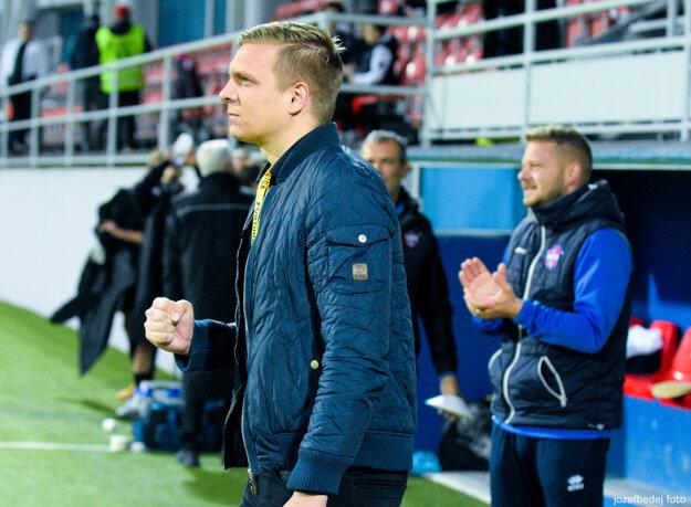Futbalovú revolúciu v Zlatých Moravciach najlepšie symbolizuje moderný tréner Ľuboš Benkovský.
