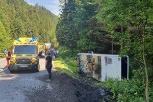 Na ceste medzi Ružomberkom a Donovalmi dochádza k opravným nehodám často.