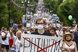Solidaritu s protestantmi vyjadrujú aj mladí Rusi a Rusky na Slovensku.