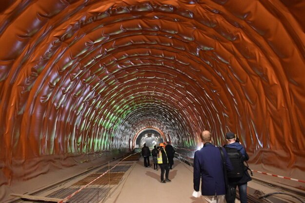 Tunel Bikoš do termínu nedostavajú.