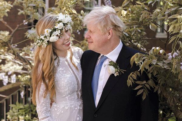 Britský premiér sa oženil.