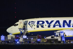 Stroj Ryanairu na trase z írskeho Dublinu do poľského mesta Krakov núdzovo pristál v nemeckej metropole.