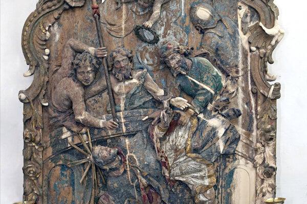 Drevený oltár sv. Jána Nepomuckého v kaplnke v Banskej Belej.