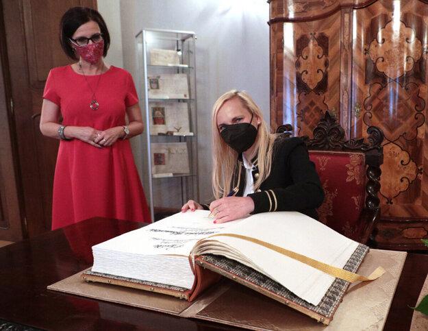 Viceprimátorka Lucia Gurbáľová (vľavo) a štátna tajomníčka Katarína Bruncková na stretnutí v Košiciach.