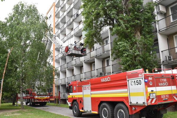 Zásah hasičov v polyfunkčnom objekte.
