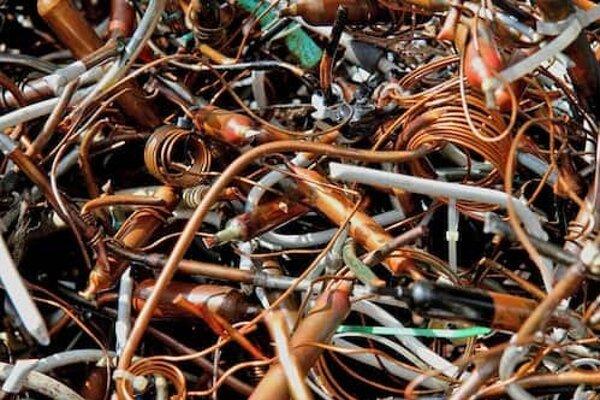 Ukradnuté medené prepojky skončili vo výkupe druhotných surovín.
