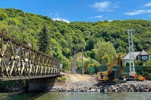 Práce na výstavbe nového mosta do mestskej časti Iliaš.