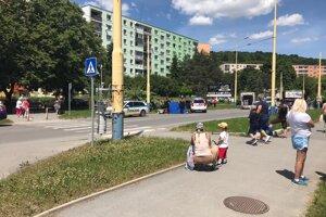 Policajt služobným autom zrazil dôchodkyňu na Sídlisku III v Prešove.
