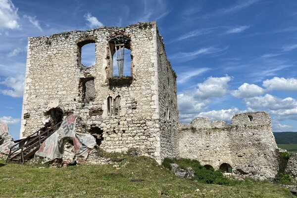 Románsky palác na Spišskom hrade.