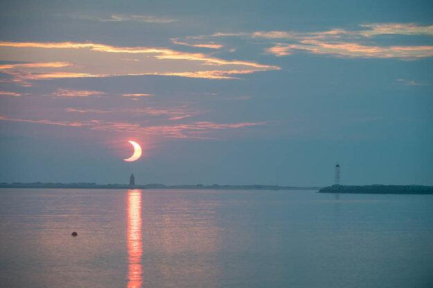 Čiastočné zatmenie slnka nad Delaware.