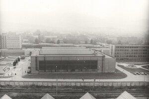 Tesne po výstavbe hlavných školských dielní a ich otvorenie roku 1976.