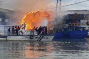 V Manile explodovala nákladná loď.