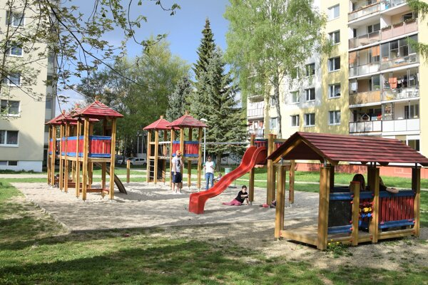 K občianskej vybavenosti sídlisk patria aj ihriská.