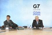 Francúzsky prezident Emmanuel Macron a britský premiér Boris Johnson na summite G7