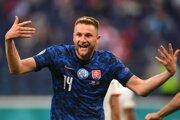 Milan Škriniar sa teší po strelenom góle v zápase Slovensko - Poľsko na EURO 2020.