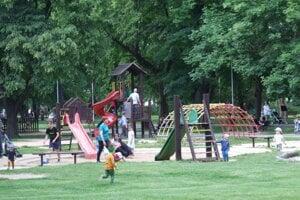 Najstaršie ihrisko v parku.