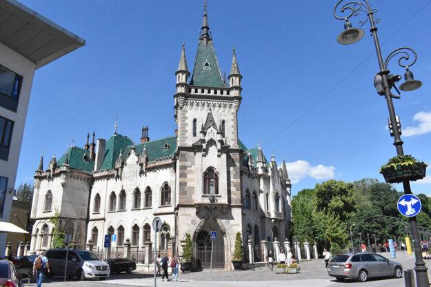 Jakabov palác je roky zatvorený. Plán je, aby slúžil na reprezentatívne účely.