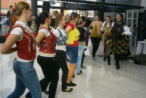 Škola ľudového tanca.