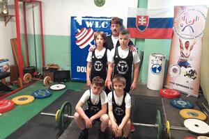 Družstvo mladších žiakov Bobrova pod vedením trénera Jána Bombu.