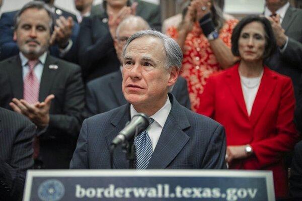 Greg Abbott, guvernér štátu Texas.