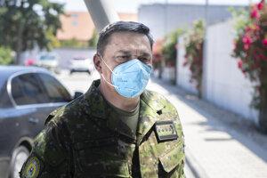 Náčelník Generálneho štábu Ozbrojených síl SR Daniel Zmeko prichádza na zasadnutie Ústredného krízového štábu,
