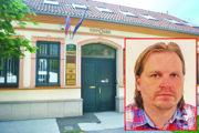 V tomto dome na Kmeťovej ulici sídli notársky úrad Vojtecha Kavečanského. Aktuálne má výkon funkcie pozastavený.