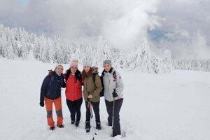 Adriana rada chodí s priateľmi na turistiku aj počas zimy.