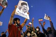 Podporovatelia nového prezidenta Ebráhíma Raísího sa tešia z jeho víťazstva v prezidentských voľbách.