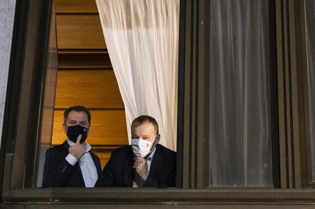 Vtedajší premiér Igor Matovič a predseda NR SR Boris Kollár sa rozprávajú s novinármi počas koaličnej rady.
