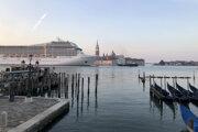 Výletná loď v Benátkach.