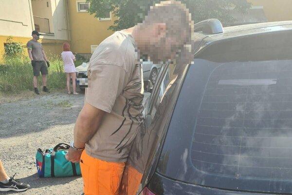 Polícia prehľadala viaceré objekty aj osoby.