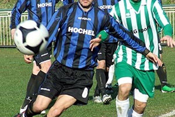 V šlágri kola futbalovejší hráči Močenka pokorili lídra v Zlatých Klasoch.