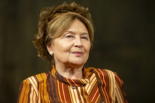 Herečka Emília Vášáryová počas tlačovej konferencie k predstaveniu novej hry Čaj a apokalypsa v Slovenskom národnom divadle.