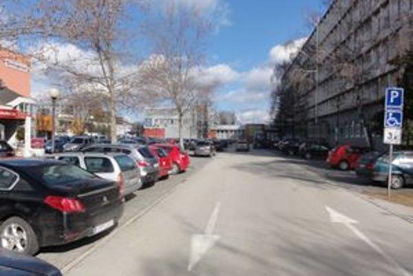 Za parkovanie za Mestským úradom v Galante sa zatiaľ neplatí.