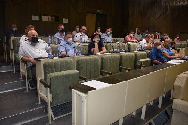 Humenskí poslanci opäť rokovali.