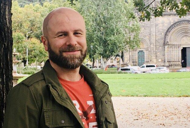 Petr Eisner už takmer 20 rokov praxuje s mentálne a fyzicky hendikepovanými ľuďmi, sústreďuje sa na osvetu ohľadom ich sexuality.