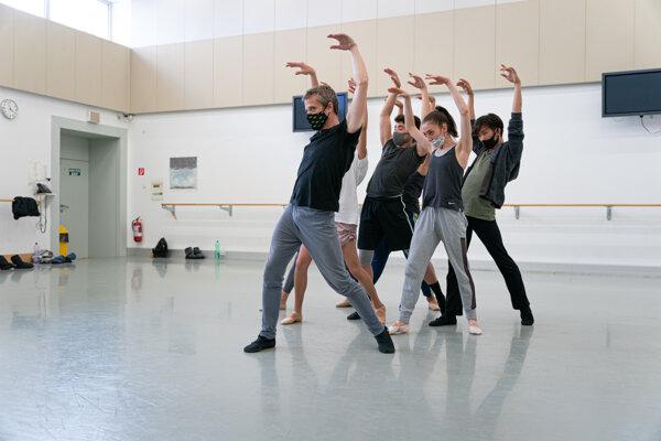 Adrian Ducin pri tvorbe diplomovej práce - choreografie Bolero