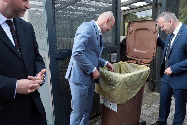 V Košiciach sa púšťajú do zberu kuchynského odpadu.