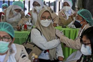 Očkovanie proti covidu v Indonézii.