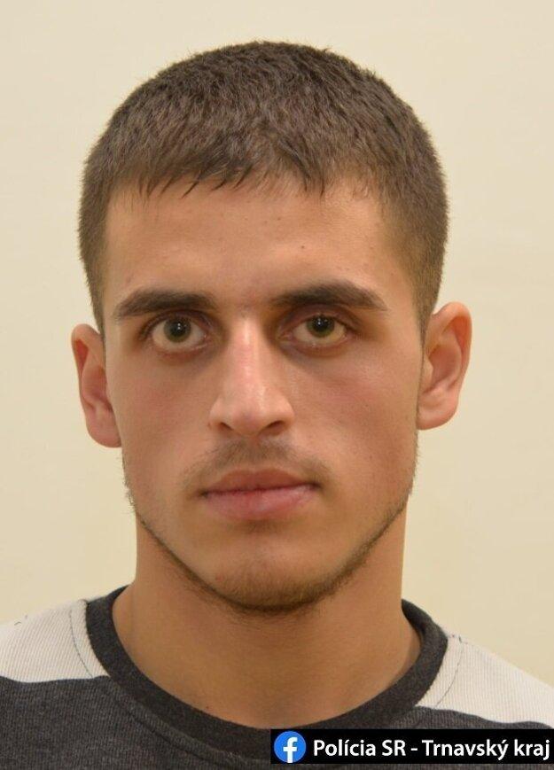 Polícia pátra po 27-ročnom mužovi zo Serede.