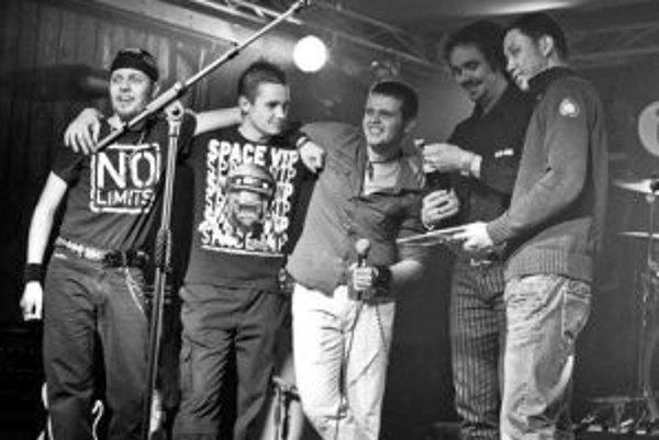 Krstným otcom albumu bol Peter Slamečka z Gladiatora (druhý sprava).