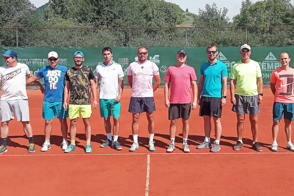Tenisti Nižnej (vpravo) uzavreli sezónu domácim duelom proti TK Sliač.