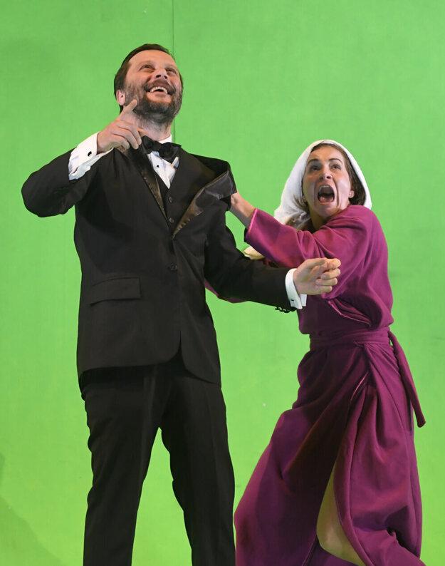 V košickom Štátnom divadle ho to baví. Na snímke s kolegyňou Táňou Polákovou.