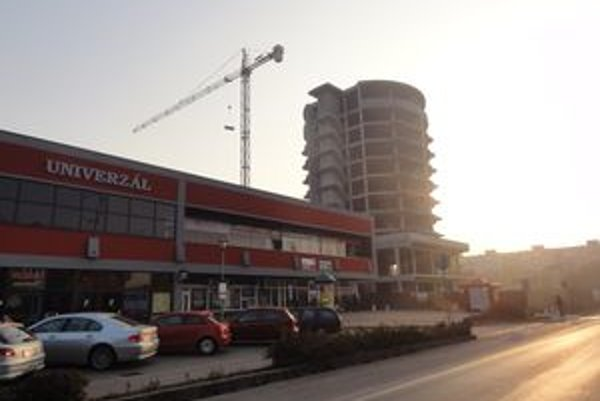 Nedokončená stavba hotela.