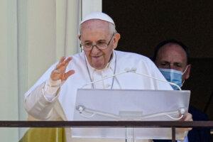 Pápež František sa objavil na verejnosti prvý krát od operácie.