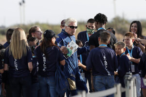 Richard Branson pred štartom raketoplánu.