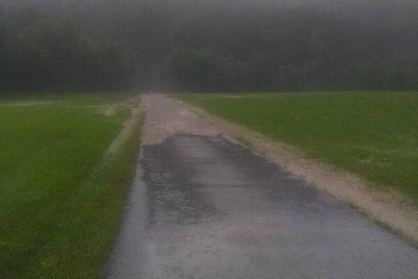 Zaplavená cesta.