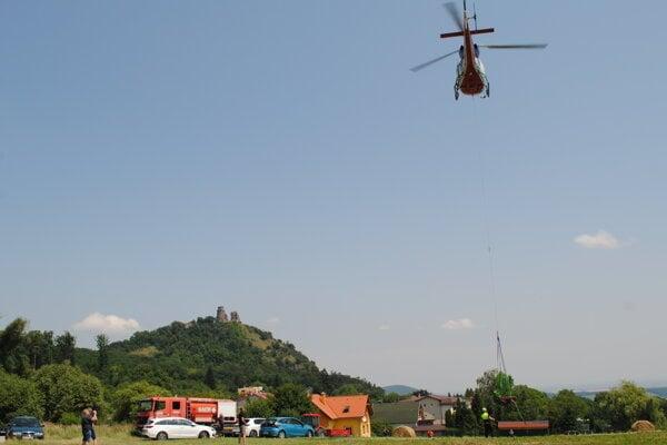 Motor lanovky vyniesol vrtuľník.