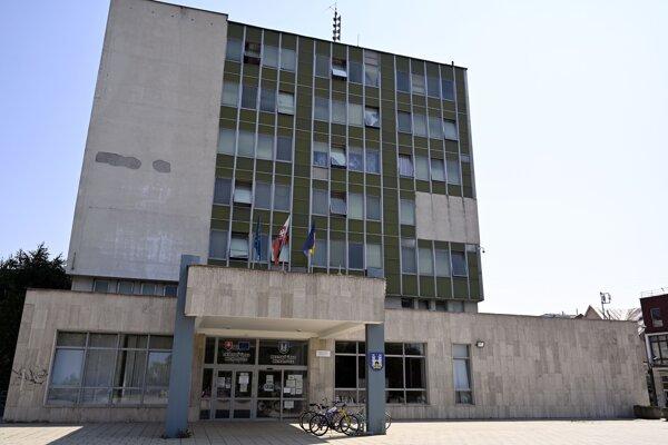 Budova Okresného úradu v Michalovciach.